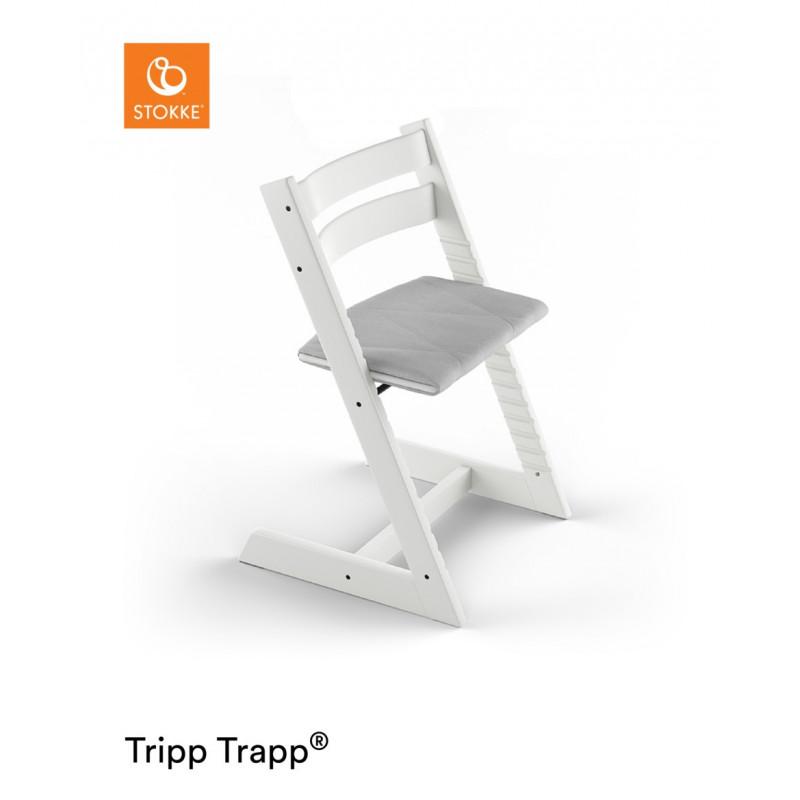 stokke tripp trapp cojin adulto en una trona blanca