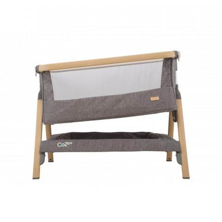Cuna CoZee Bedside Crib de Tutti Bambini en el color oak and charcoal. Inclina la cuna para mejorar el reflujo de tu bebé