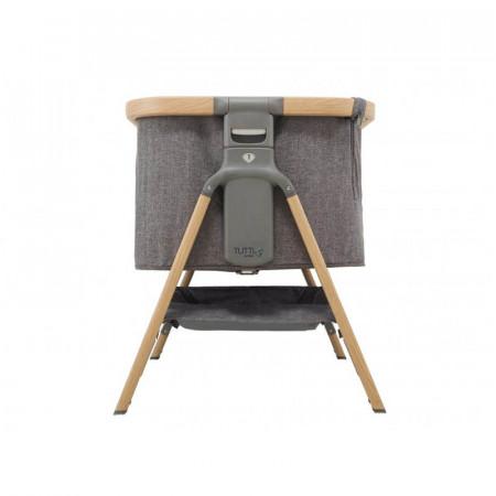 Cuna CoZee Bedside Crib de Tutti Bambini en el color oak and charcoal. Seis niveles de altura para adaptarse a cualquier cama