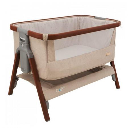 Cuna CoZee Bedside Crib de Tutti Bambini en el color walnut and putty