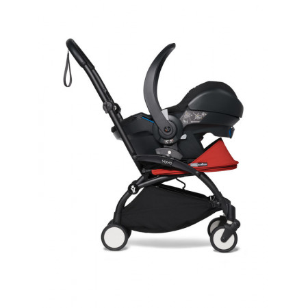 YOYO car seat by BeSafe en una yoyo con chasis negro y color red