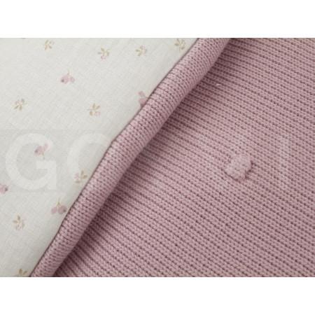 Saco para capazo de la colección Caterina de Uzturre en color rosa empolvado. Detalle tejidos.